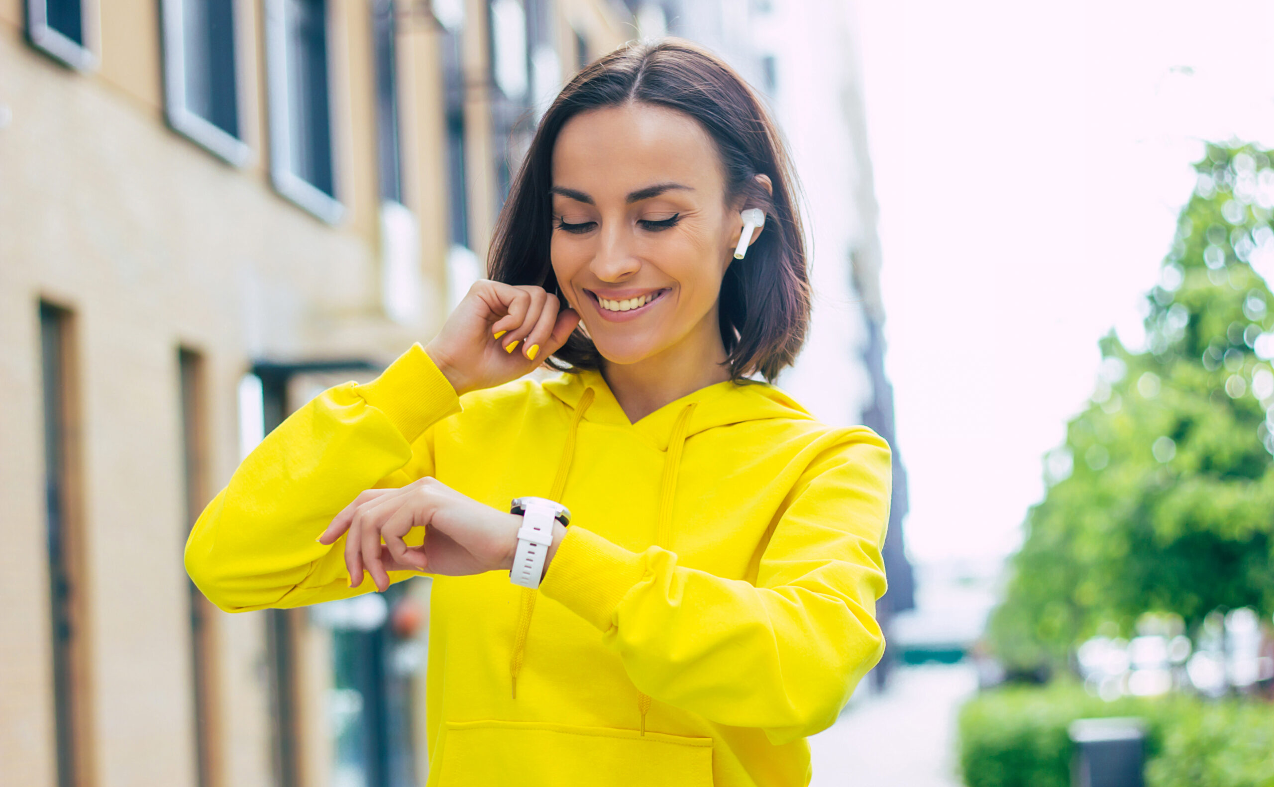 Calling All Tech Heads: Here Are The Best Smartwatches You Can Buy In 2021!